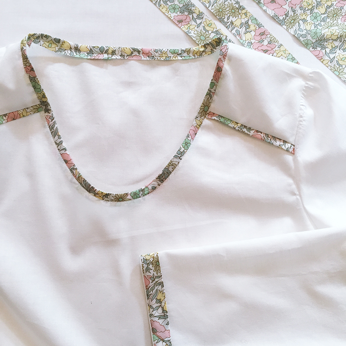 blouse blanche 700